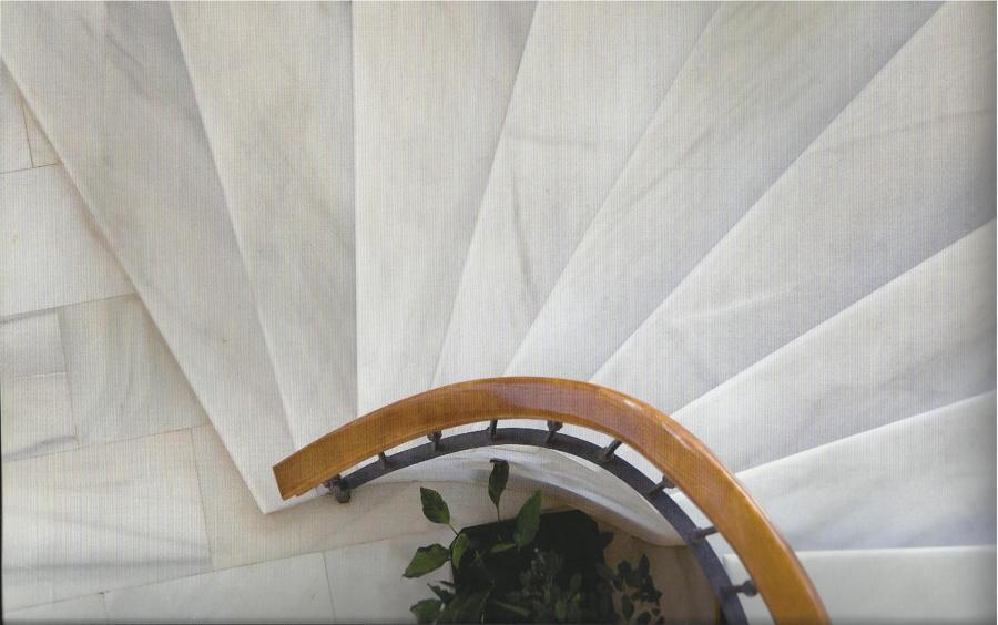 Proyecto de escalera de m rmol ideas pavimentos continuos for Marmol blanco con vetas negras