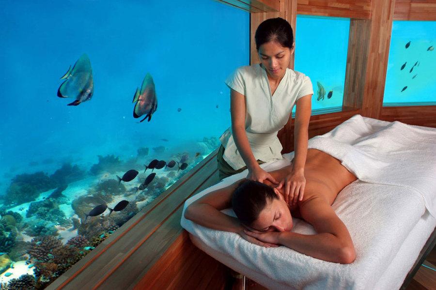 masaje-en-el-spa-bajo-el-agua-1024x682