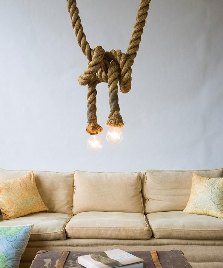 Una lámpara hecha con cuerda