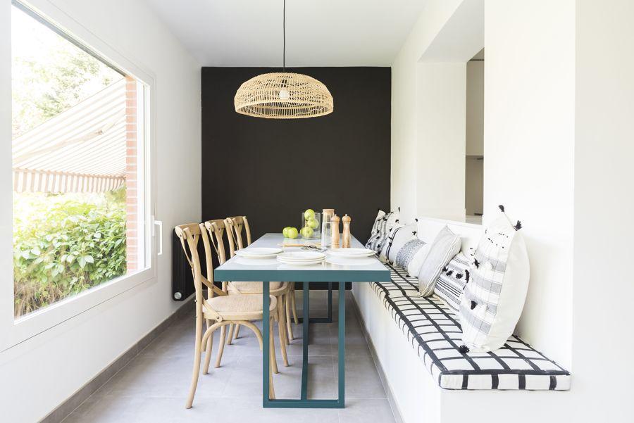 Mesa comedor con banco y sillas