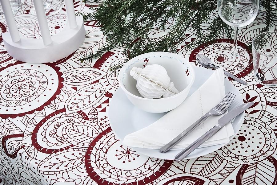 Mesa con mantel y vajillas VINTERFEST IKEA