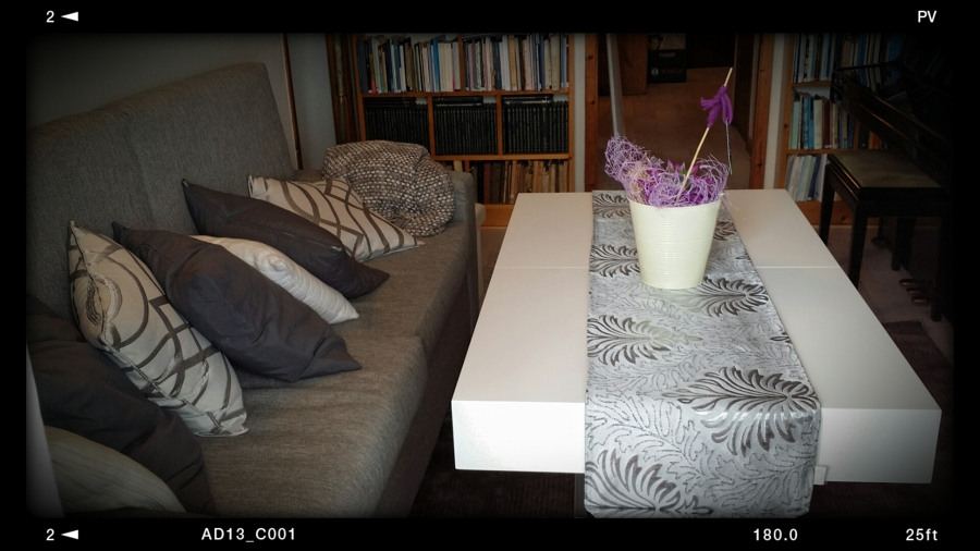 Mesa de centro lacada en blanco mate y elevable
