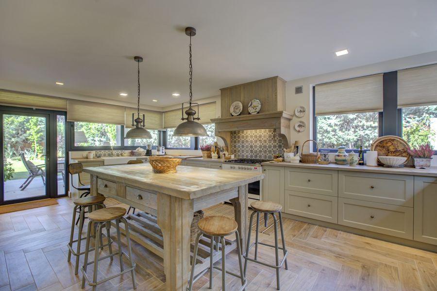 Mesa de cocina antigua