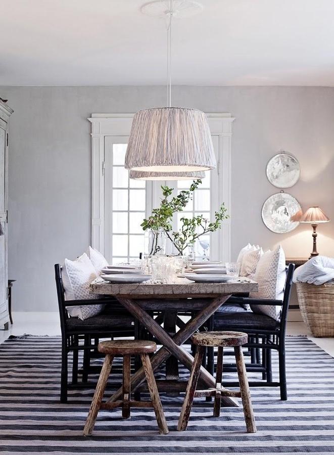 mesa de comedor con alfombra