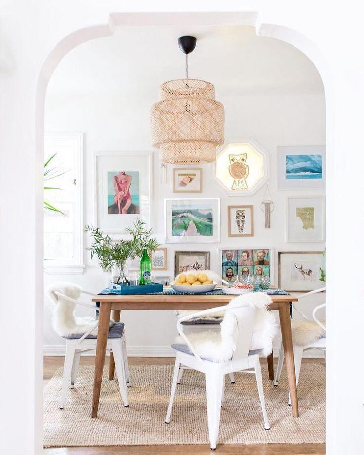 Mesa de comedor con fruta