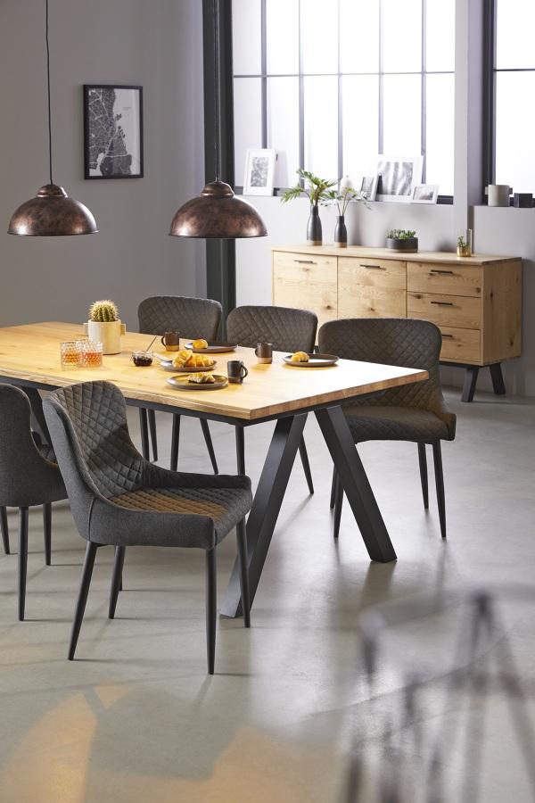 Mesa de comedor de madera con patas de metal JYSK