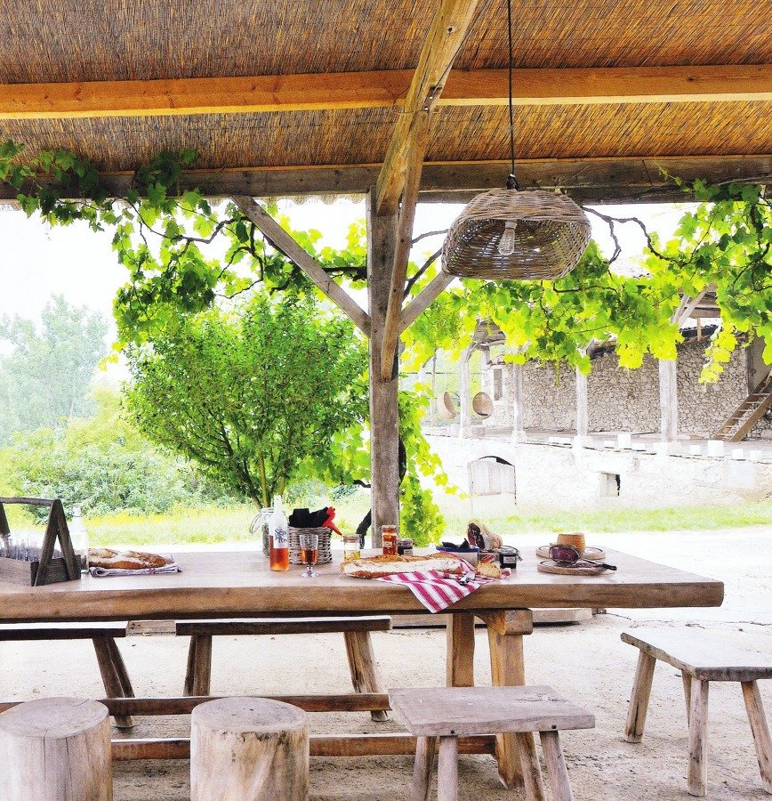 mesa de comedor en la terraza