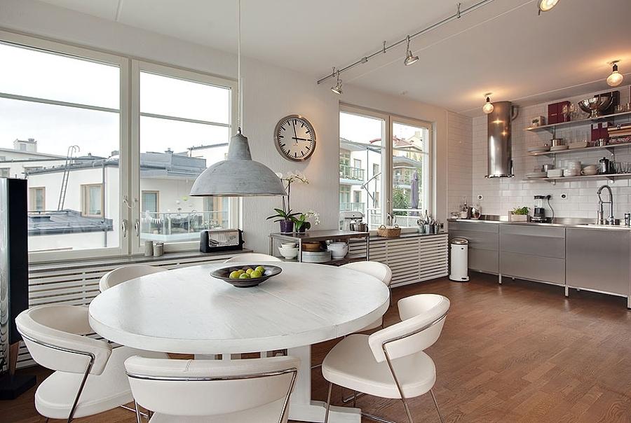 Foto mesa de comedor redonda blanca de elenatorrente d az for Mesas de salon blancas