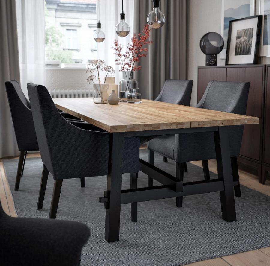 mesa de comedor SKOGSTA, IKEA.