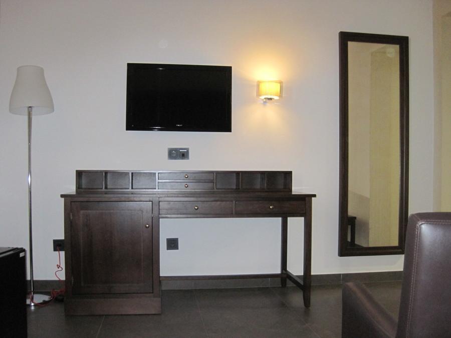 Mesa de despacho de madera de cedro