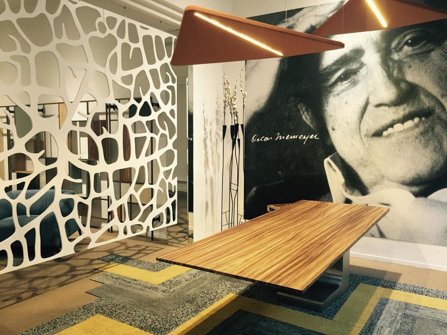 Mesa Niemeyer del diseñador Oscar Niemeyer