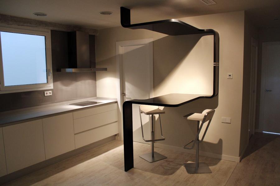 Foto mesa sinuosa dise o de ideas interiorismo de ideas - Ideas interiorismo ...