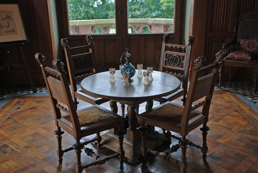 C mo limpiar de forma express una mesa de madera ideas for Como limpiar una mesa de marmol manchada
