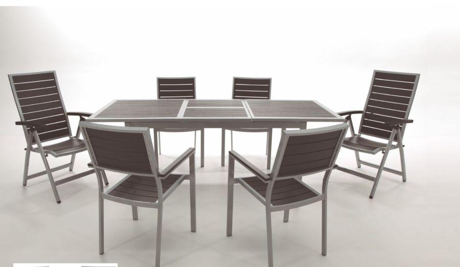Foto mesas y sillas de jard n de miriam mart 879291 for Sillas y mesas para jardin