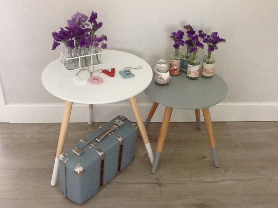 Foto mesitas de estilo n rdico letras decorativas y - Deco hogar ourense ...