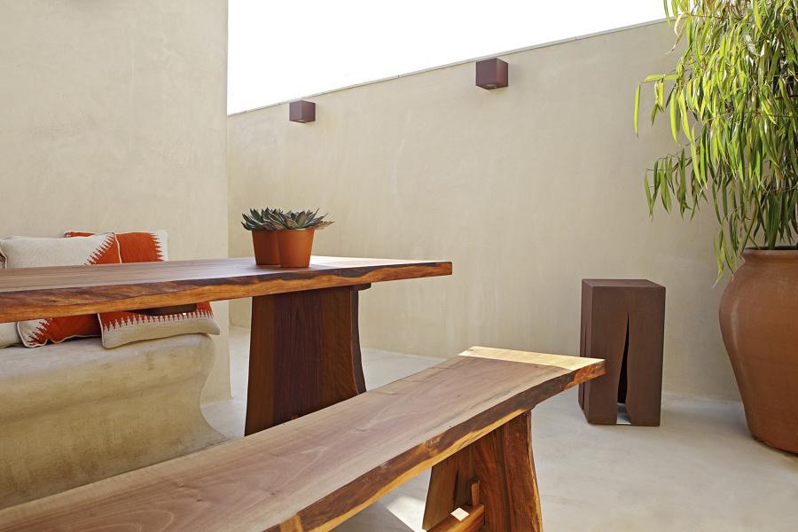 Microcemento en la terraza 5 ideas para introducirlo sin - Microcemento para paredes ...
