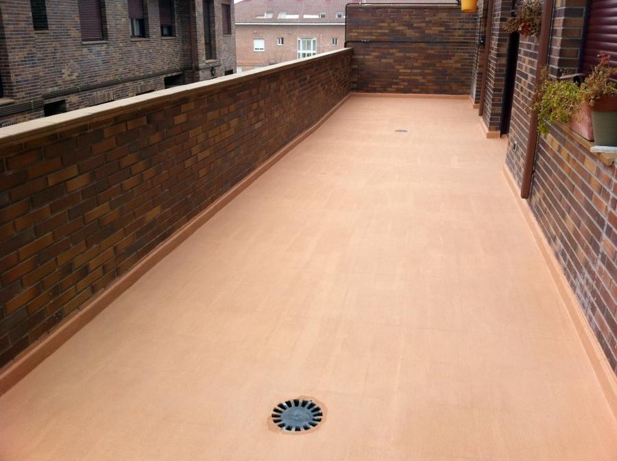 Foto microcemento sobre baldosa en terrazas de cubiertas for Baldosas de terraza exterior