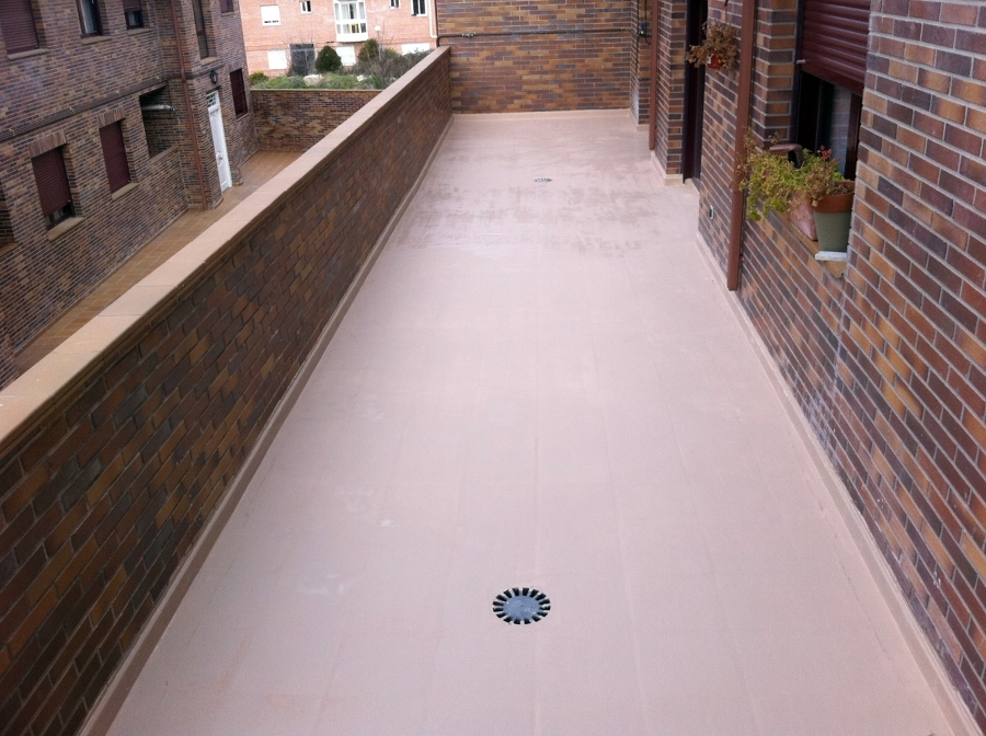 Foto microcemento sobre baldosa en terrazas de cubiertas - Baldosas para exteriores ...