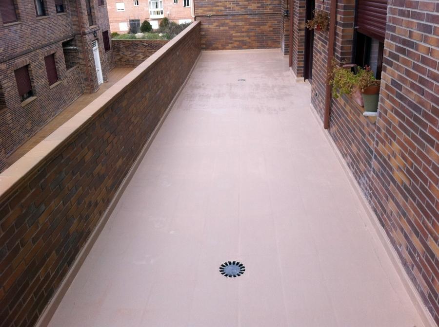 Foto microcemento sobre baldosa en terrazas de cubiertas for Precios de baldosas rusticas