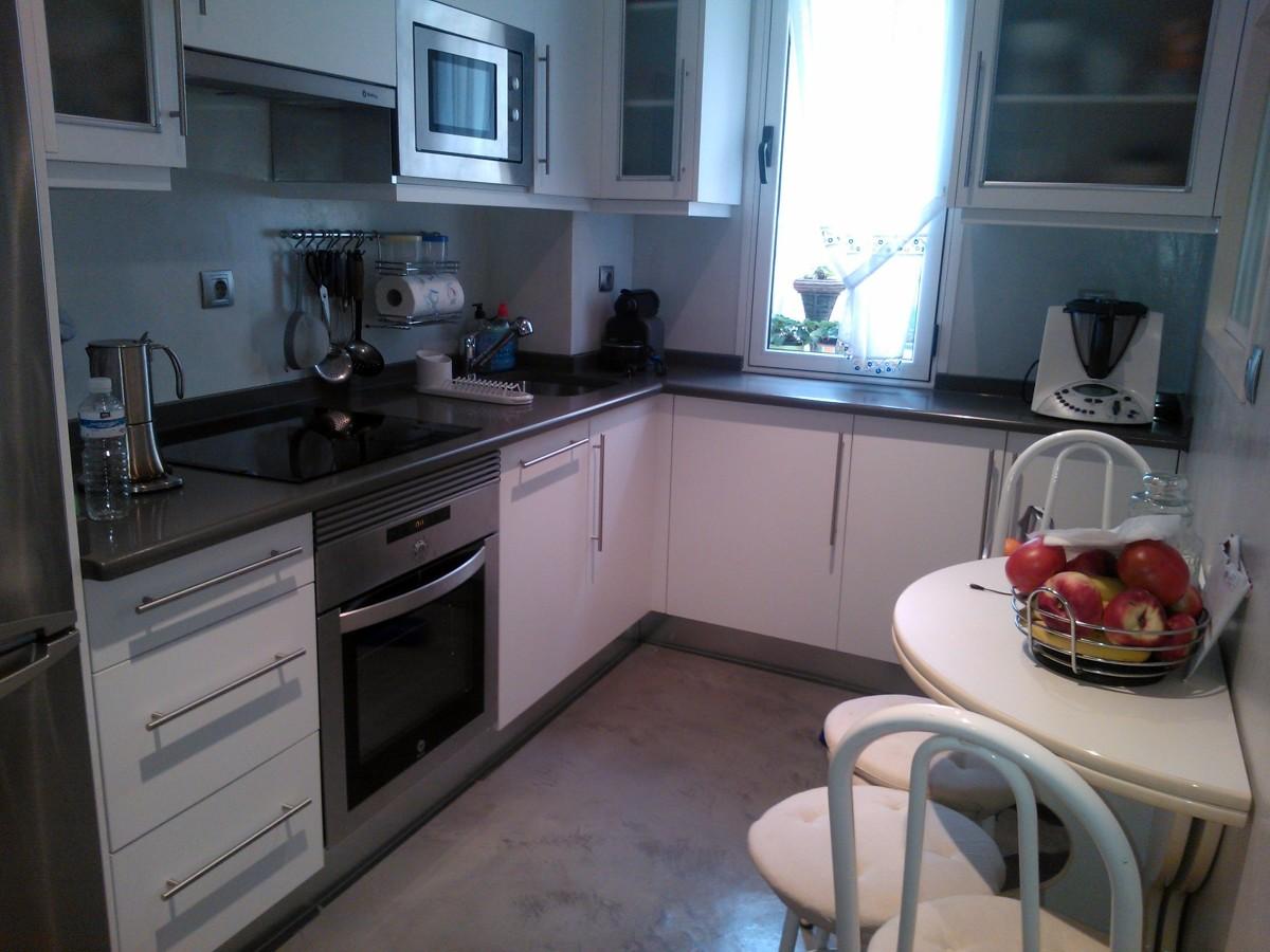 Reforma de cocina ideas reformas cocinas - Aplicar microcemento sobre azulejos ...
