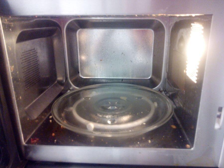 microondas antes de limpiar
