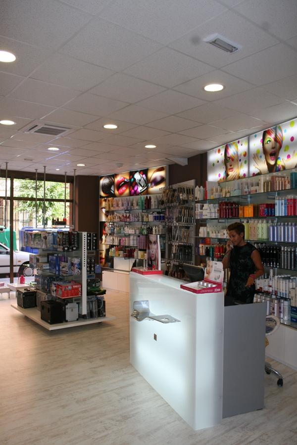 Foto mobiliario comercial de qdec dise o espacios - Diseno espacios comerciales ...
