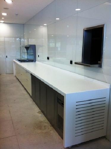 Mobiliario cafeteria oficinas repsol ideas carpinteros for Mobiliario cafeteria