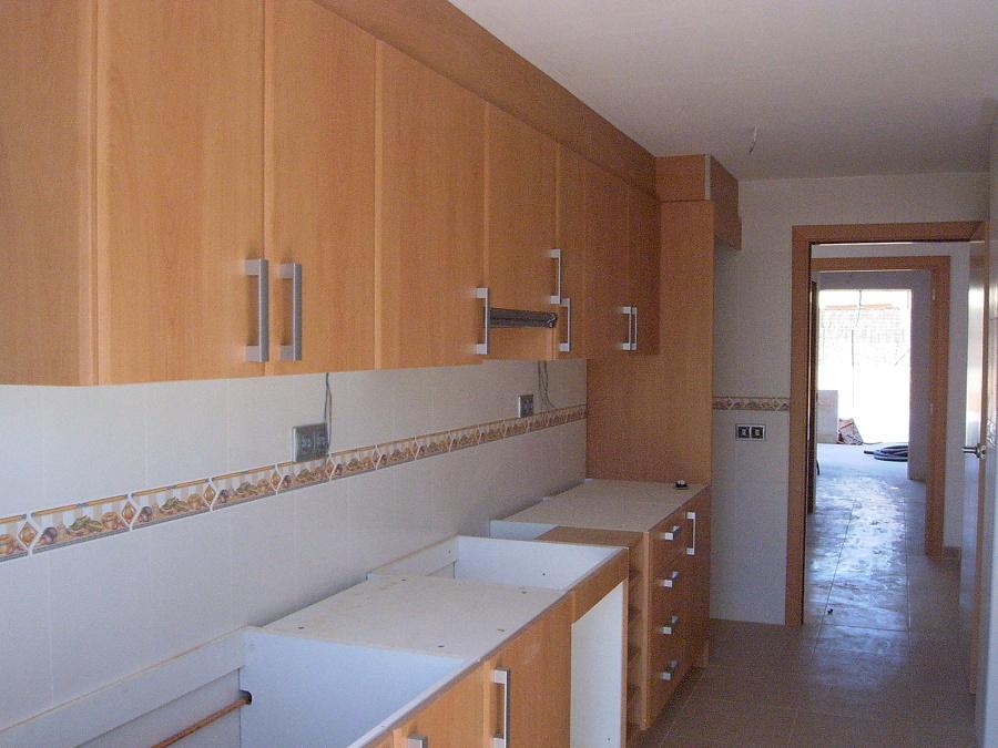 Mobiliario de cocina incluida puera de acceso del mismo acabado
