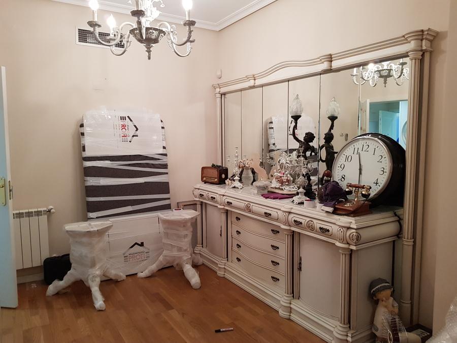 Mobiliario salí