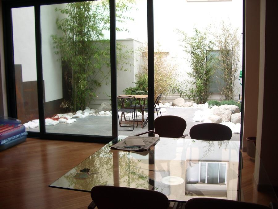 Mobiliario y patio