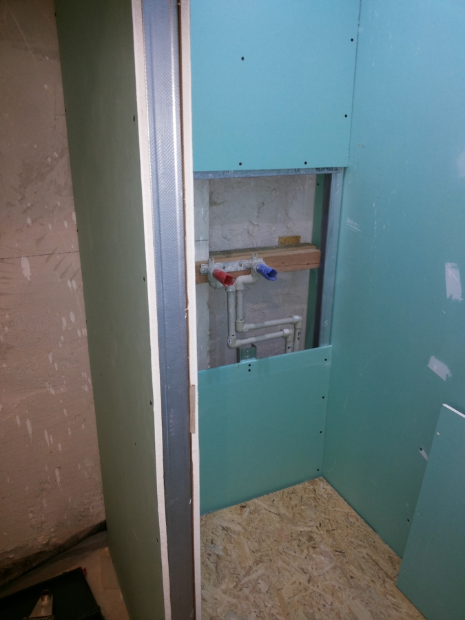 Realizaci n de un ba o con ducha dentro de una habitaci n for Porque gotea la regadera del bano