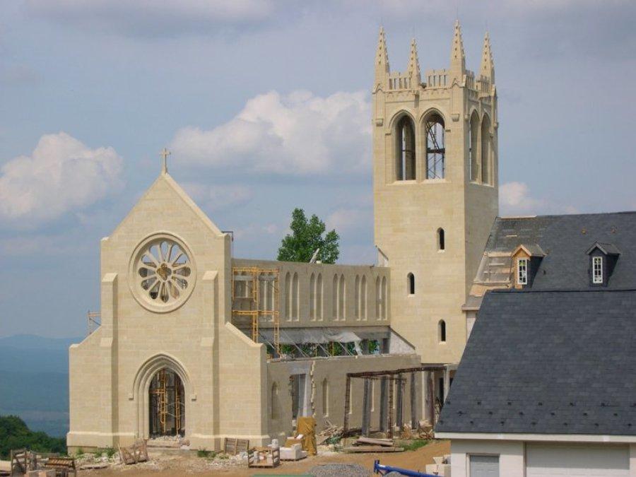 Monasterior en construcción