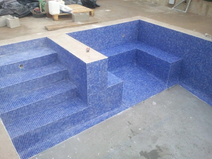Reformas de piscina ideas reformas viviendas for Escaleras de piscina