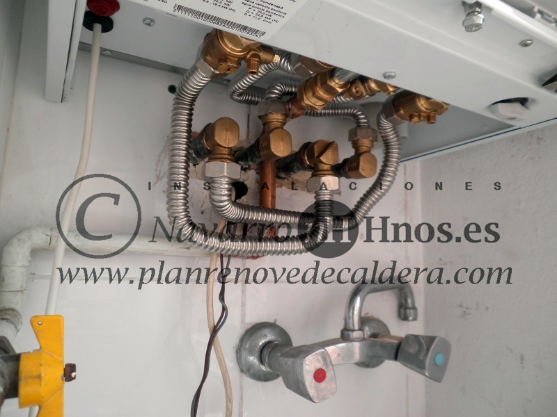 Foto montaje caldera vaillant ecotec vmw 236 de - Tipos de calderas de gas natural ...