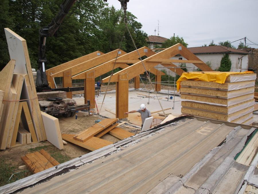 montaje de estructura de madera laminada