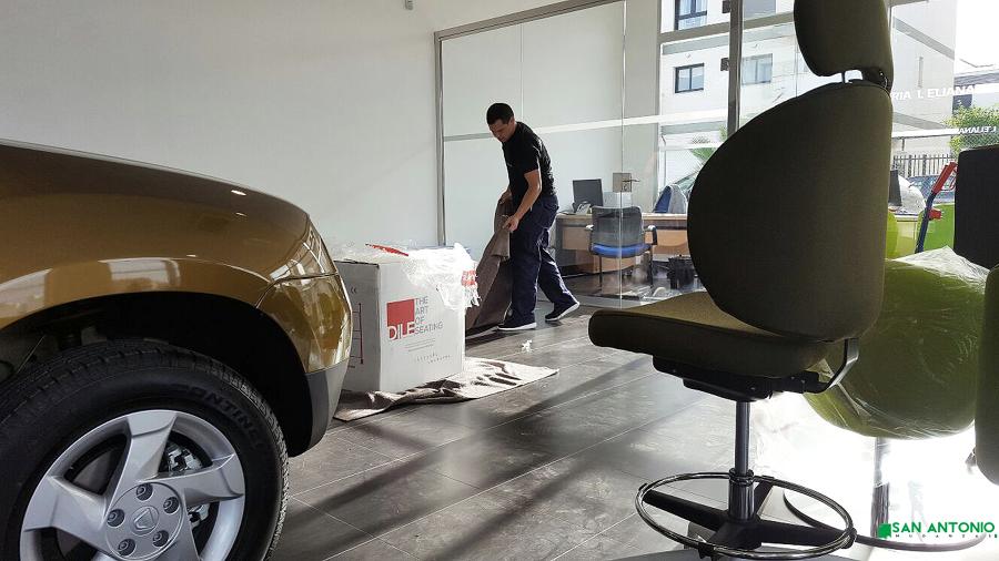 Montaje de mobiliario en concesionario para Apia Agencement