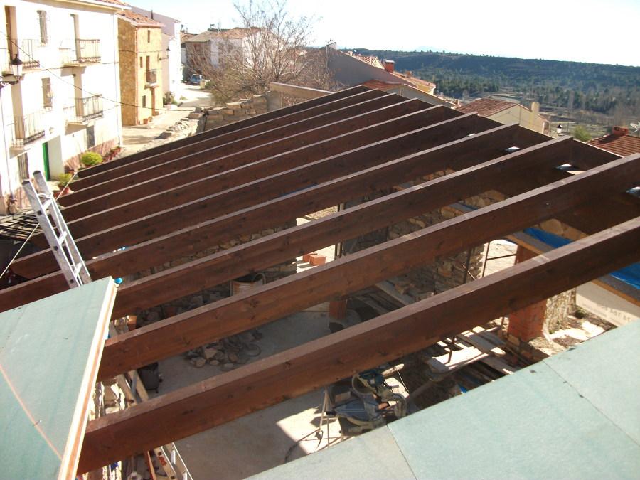 Foto montaje de panel sandwich de tilwork instalaciones s for Tejados madera ourense