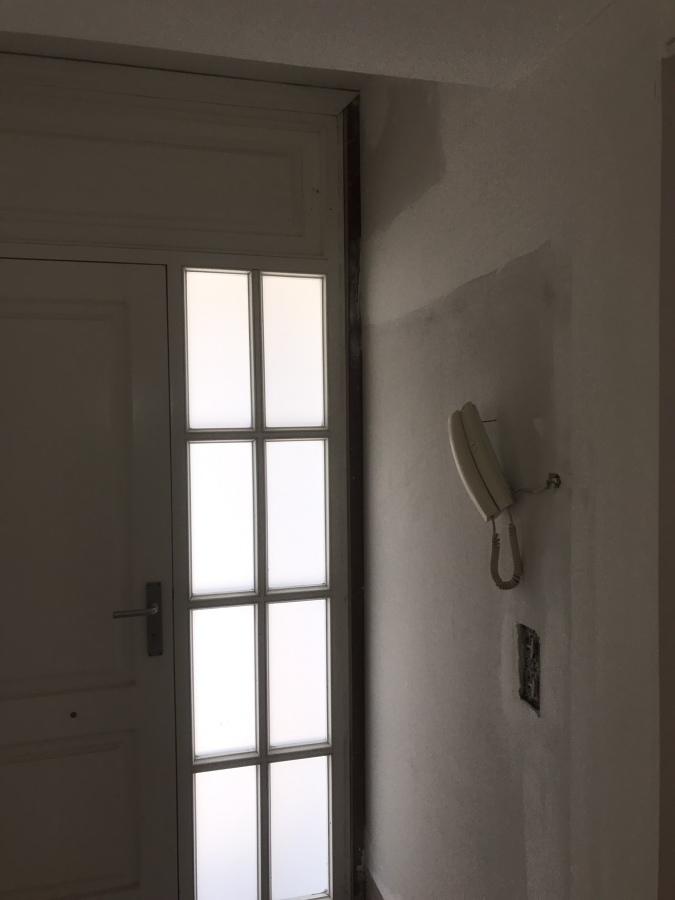 Montaje de pladur en entrada de vivienda