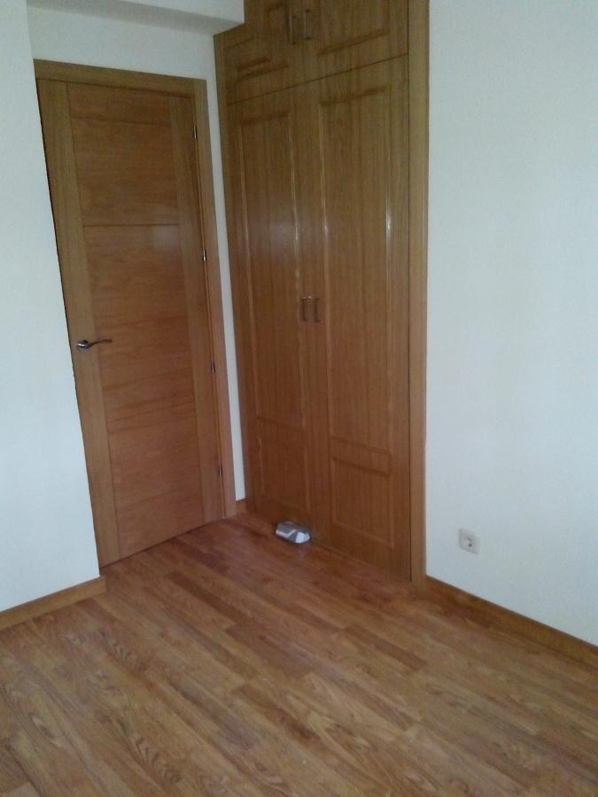Foto montaje de puertas armarios y tarima flotante de stefan reformas generales 1009945 - Montaje de puertas ...