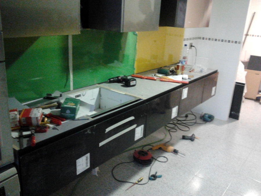 Foto montaje muebles de cocina 25 de vertegar xxi s l - Montaje de cocina ...