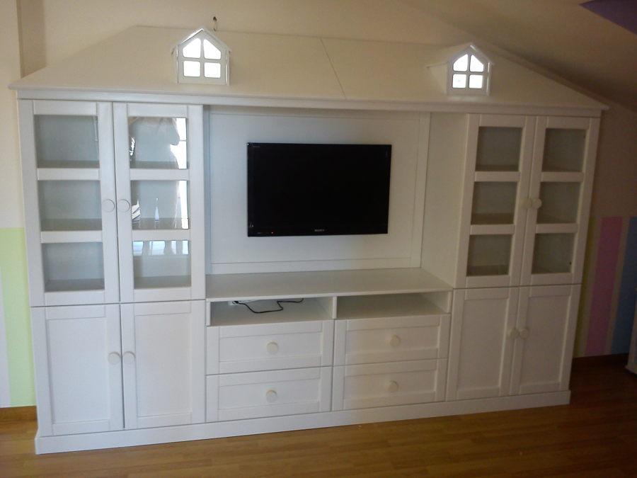 Mueble casita en buhardilla infantil.