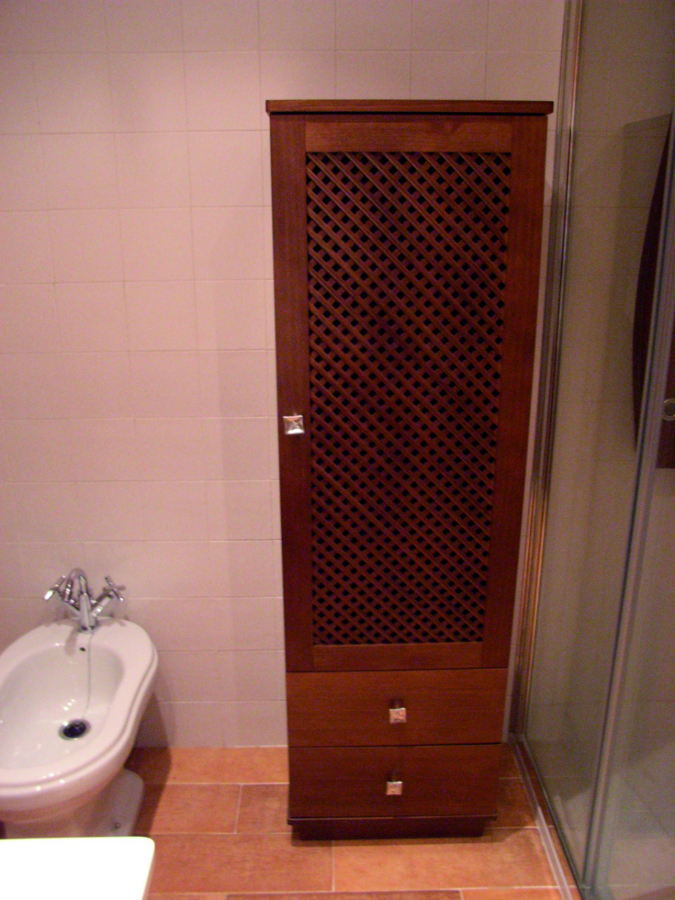 Mueble columna con rejilla