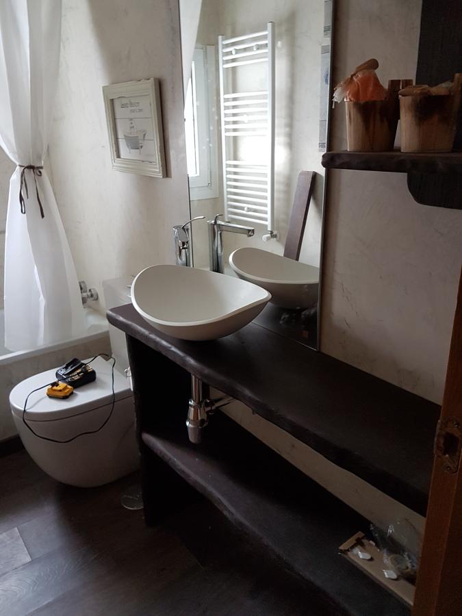 mueble de baño en madera  de wengué macizo