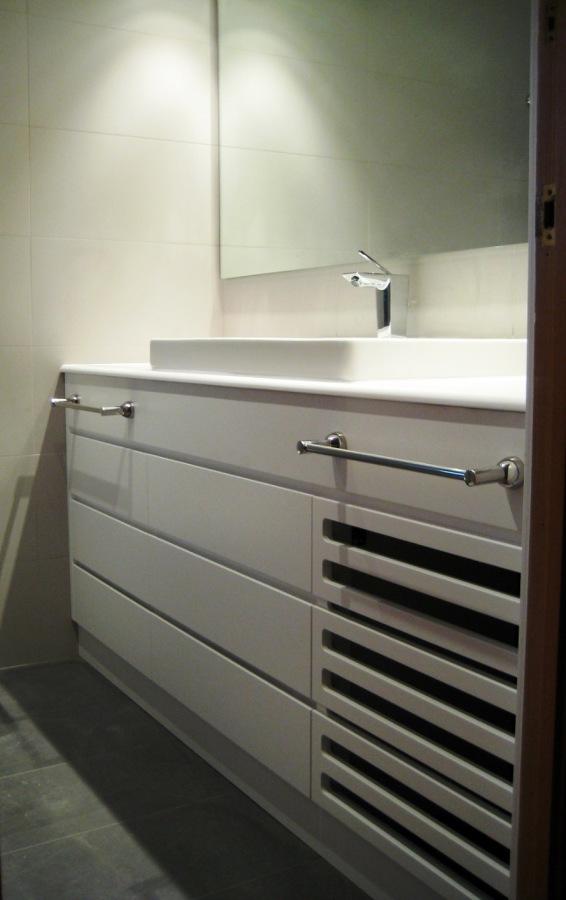 Foto mueble de ba o lacado blanco mate de marc elvira sl for Muebles de bano zaragoza