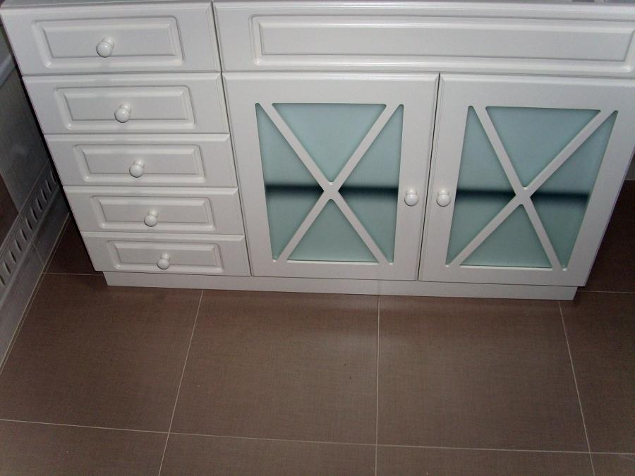 Mueble de baño lacado modelo aspas