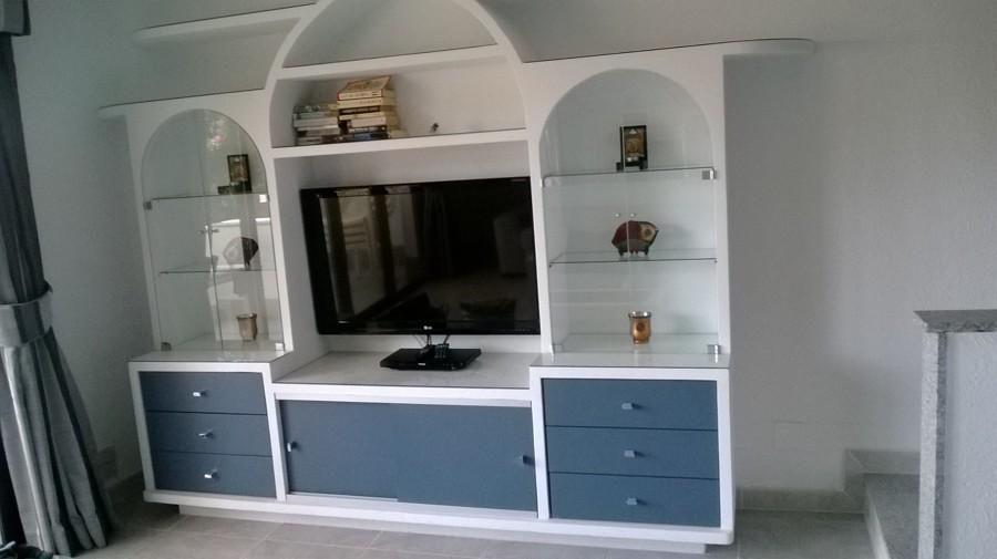 Mueble de escayola terminado y decorado