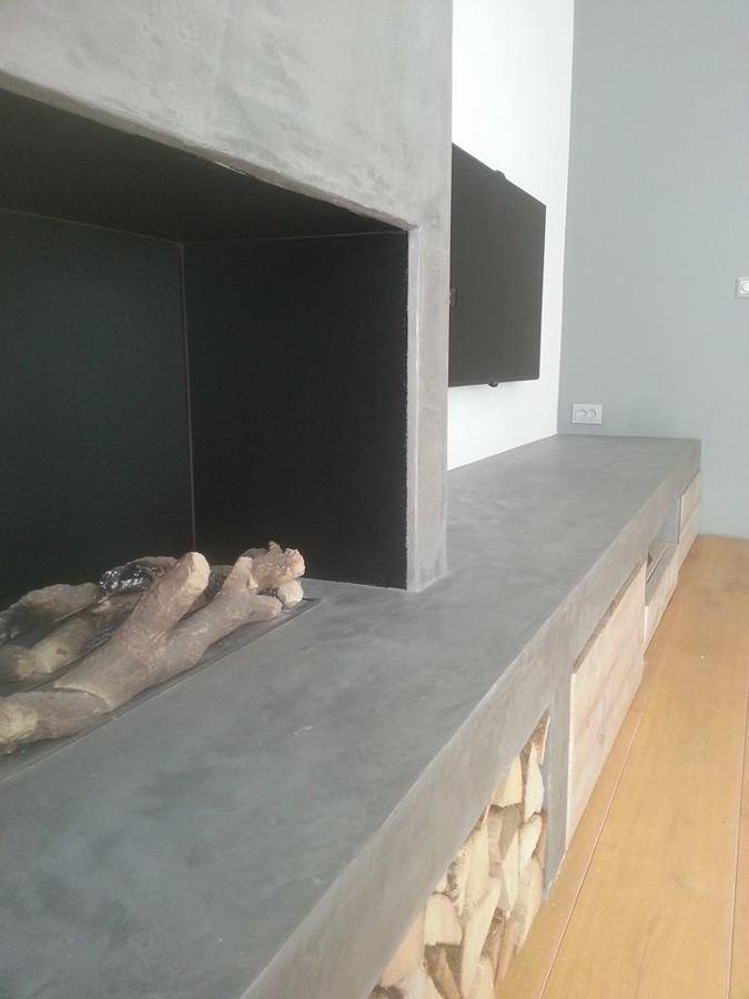 Mueble de obra y chimenea.