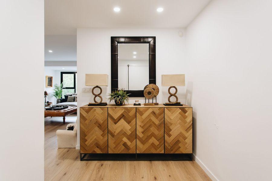 Mueble de recibidor con patas y vinilos