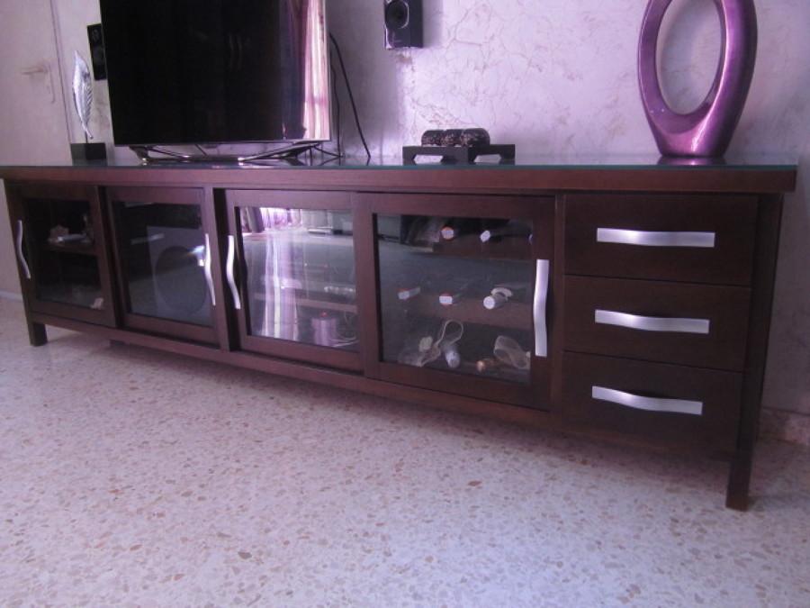 Mueble de televisor en madera hecho a medida