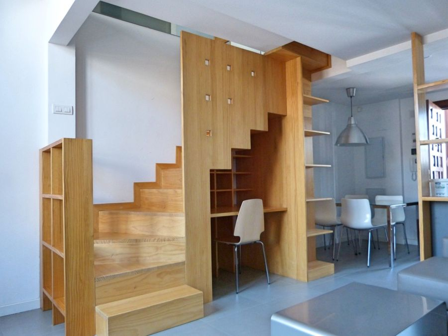 Mueble en la escalera
